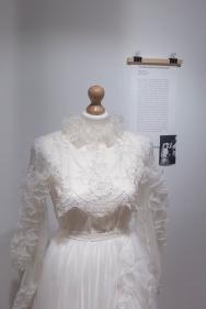 Moda slubna w PRL Muzeum Pana Tadeusza we Wroclawiu Wystawowe Zwierze (11)