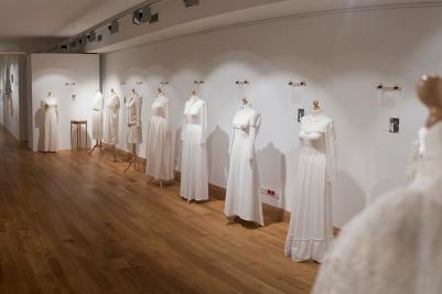 Moda slubna w PRL Muzeum Pana Tadeusza we Wroclawiu Wystawowe Zwierze (2)