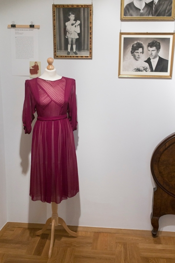 Moda slubna w PRL Muzeum Pana Tadeusza we Wroclawiu Wystawowe Zwierze (7)